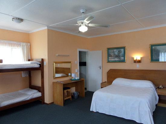 Fairy Knowe Hotel: standard family room