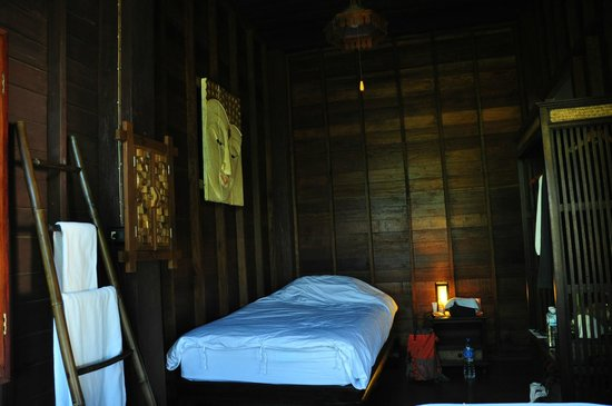 chambre bouddha foto de swiss lanna lodge chiang mai tripadvisor. Black Bedroom Furniture Sets. Home Design Ideas