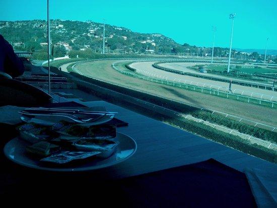Eureka Palace Hotel Spa Resort: la sala ristorante con vista sull'ipodromo