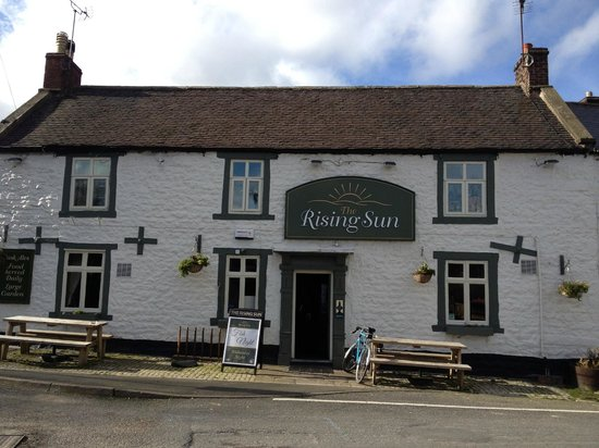 The Rising Sun Inn Restaurant : The outside of the pub from the car park
