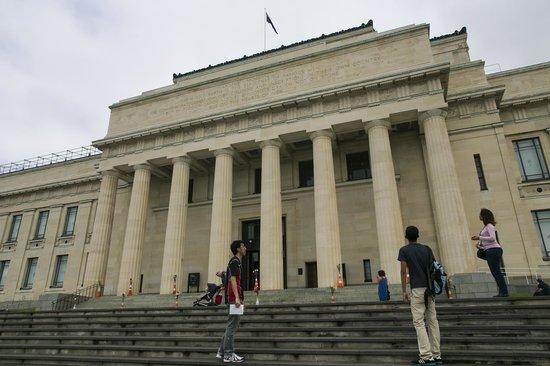 Musée du mémorial de guerre d'Auckland : Front of the Museum