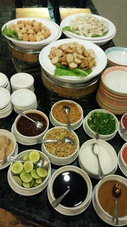 Sunway Hotel Phnom Penh: One of many breakfast stations