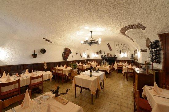 Hotel Al Boccalino: Restaurant im Weinkeller