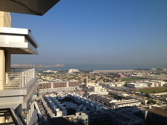 Grand Midwest Tower Hotel & Hotel Apartments : View from 21st floor suite towards the sea.