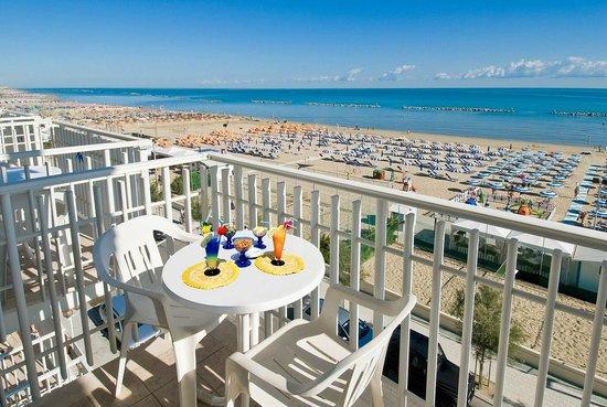 Hotel mareblu senigallia italie voir les tarifs et - Hotel con piscina senigallia ...