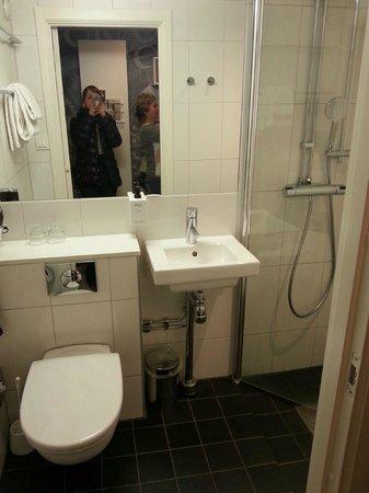 Scandic Malmen: Bathroom