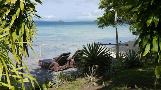 Ratua Private Island : private terrace and beach access from room