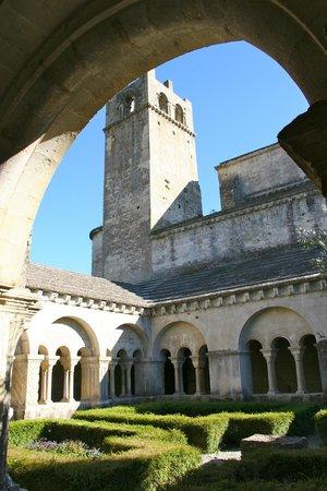 Cathedrale Notre-Dame de Nazareth: Clôitre Cathédrale Notre Dame de Nazareth