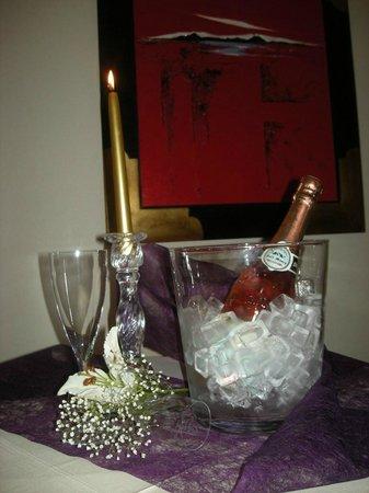 Les hôtes de Cézanne : Autour d'une coupe de Champagne Rosé local