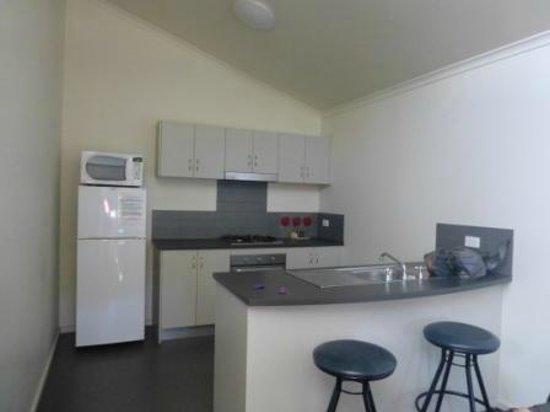 Sovereign Views Apartments : Kitchen
