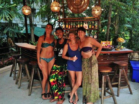 Aonang Tropical Resort: le bar et Coco Rasta barman