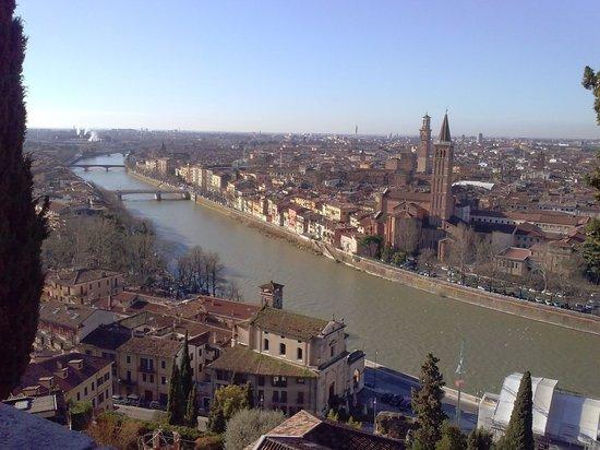 Piazzale Castel San Pietro: Vista dal piazzale