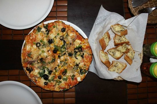 Cafe Xtasi : yummy pizzas