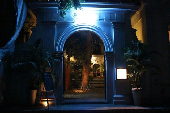 The Courtyard: Hotel entrance
