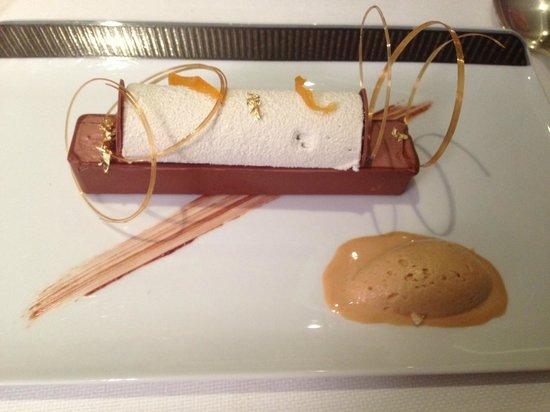 La Pergola : Tube de Chocolat et glace caramel beurre salé