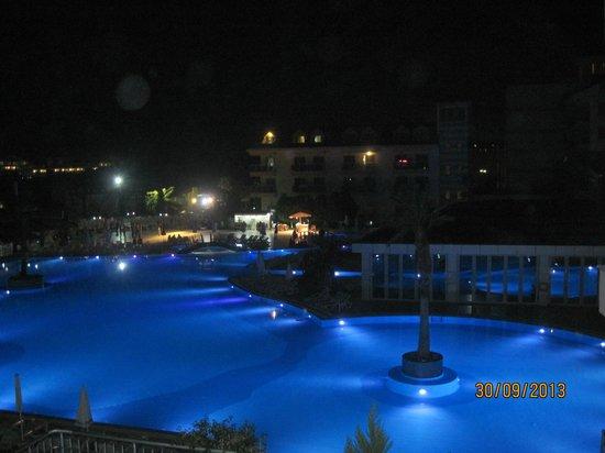 Grand Pearl Beach Resort: Вид из номера на территорию