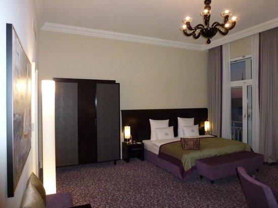de luxe zimmer bild von hotel atlantic kempinski hamburg hamburg tripadvisor. Black Bedroom Furniture Sets. Home Design Ideas