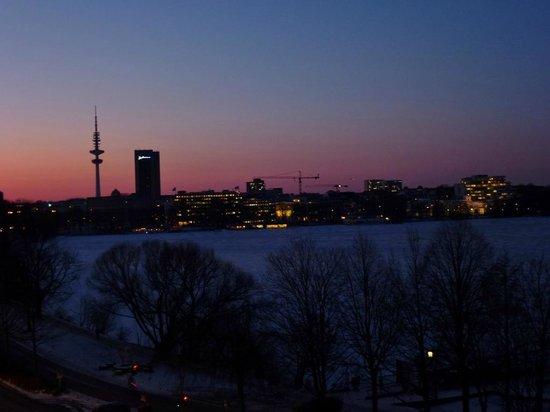 Hotel Atlantic Kempinski Hamburg: Zimmerblick auf die Alster