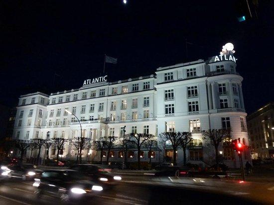 Hotel Atlantic Kempinski Hamburg: Das weiße Schloß an der Alster
