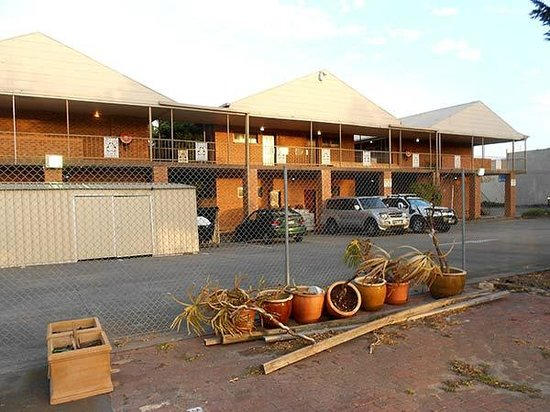 Quality Hotel Melbourne Airport: The grounds of the hotel are a wasteland of lumber and debris