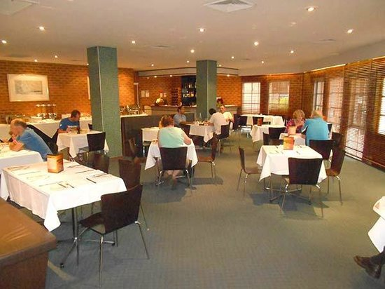 Quality Hotel Melbourne Airport: The big surprise was the nice little restaurant with very good food for both breakfast and dinne