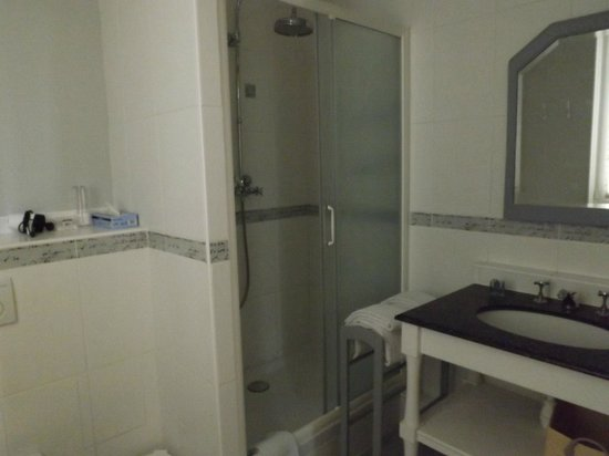 """Maison d'hotes Les Telliers : la salle de bain (chambre """"Jumeaux"""")"""