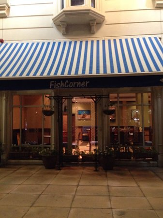 Fish Corner Restaurant: Вход