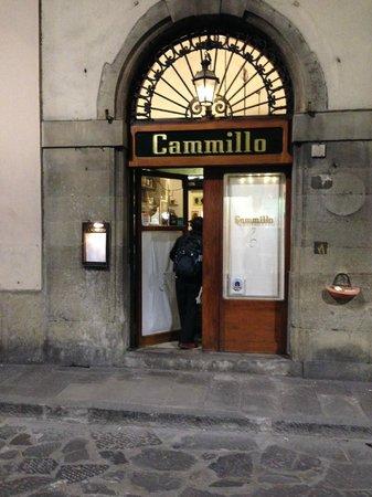 Cammillo Trattoria: 玄関 予約をして行きました。
