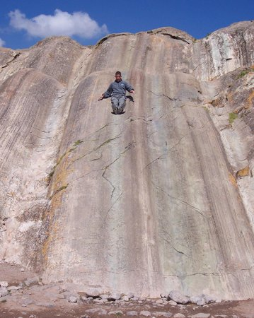 Sacsayhuamán: Natural slide