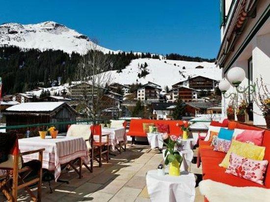 Hotel Schmelzhof: Terrasse mit Blick auf das Kriegerhorn