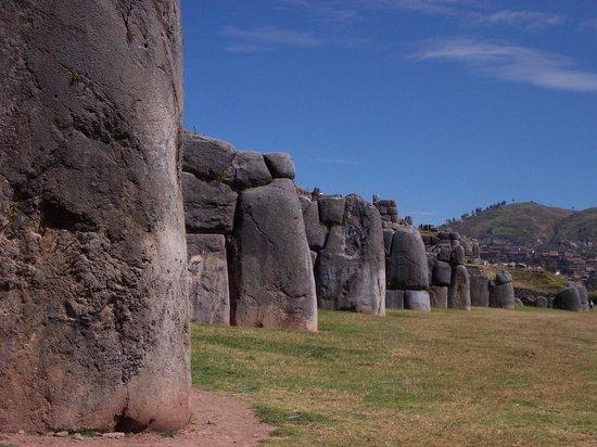 Sacsayhuamán: View of the walls