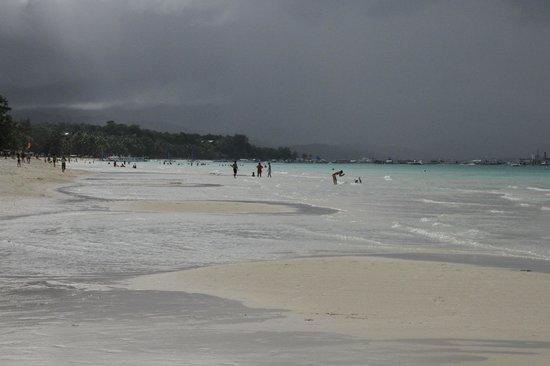 Henann Garden Resort: пляж около отеля