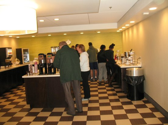 La Quinta Inn & Suites Springfield : Breakfast area