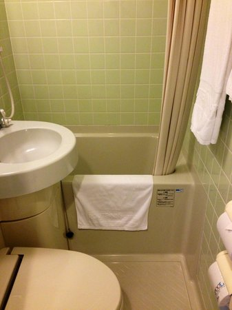 Hotel Route Inn Naha Asahibashi-eki Higashi: 部屋内の水まわり