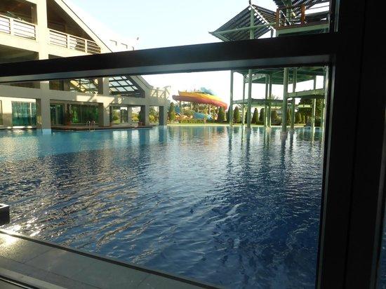 Limak Lara De Luxe Hotel&Resort: Outdoor pool viewed from inside lounge