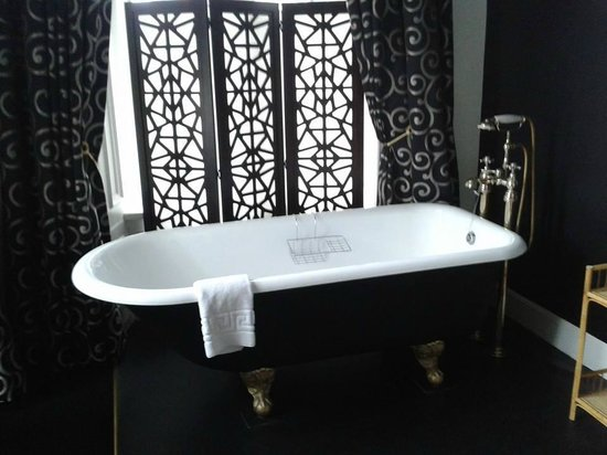 Kilchrenan House: Loved the tub!