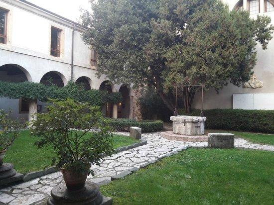 Tomba di Giulietta : Chiostro
