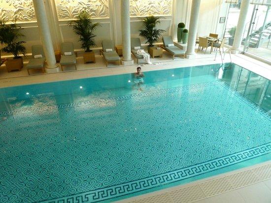 Shangri-La Hotel Paris: Piscine1