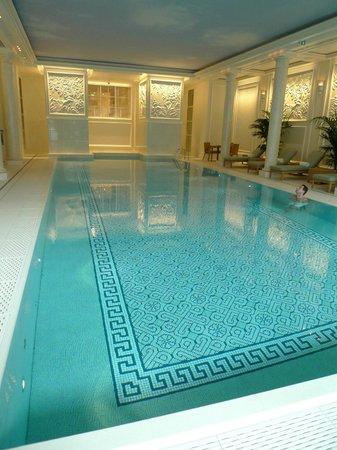 Shangri-La Hotel Paris: Piscine2
