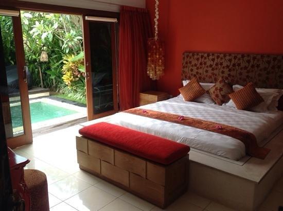 4S Villas at Seminyak Square: master bedroom