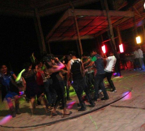 Mbalamwezi Beach Club: Party at night