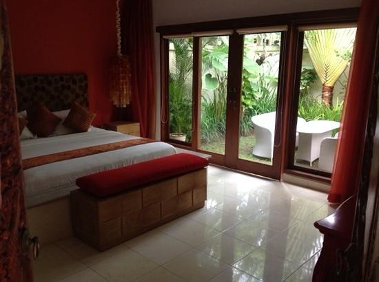 4S Villas at Seminyak Square: guest room