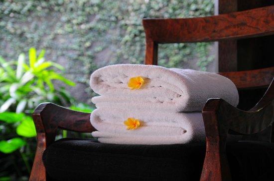Kayumanis Ubud Private Villa & Spa: きれいにたたまれたプライベートプール用のバスタオル