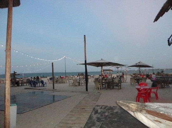 Mbalamwezi Beach Club: chillax by day