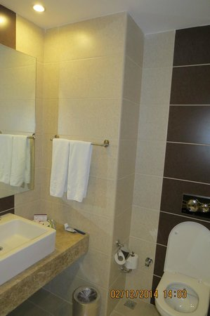 Perissia Hotel & Convention Center : Baño