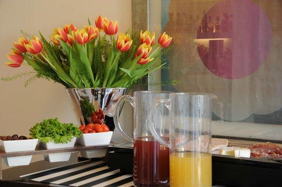 Brasil Suites Hotel Apartments: Breakfast american buffet