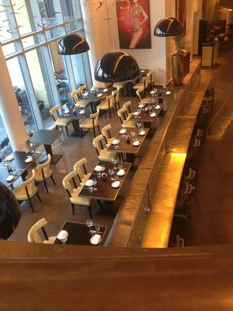 Crowne Plaza London - Battersea: The hotels restaurant below the Ambrosia Bar