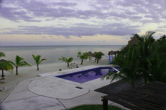 PavoReal Beach Resort Tulum: vue de la chambre côté gauche de l'hôtel