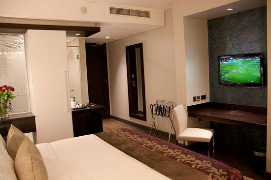 Eka Hotel Nairobi: TV view from the bed