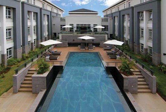 Eka Hotel Nairobi: The Swimming Pool